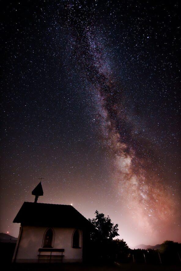Fondo amoled paisaje nocturno para ahorrar batería